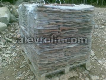 Куб плитняка алевролита, сложенный на поддон, отмотан стретчем