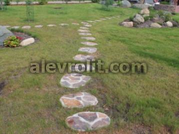 Шаговая дорожка с заливкой с бетон