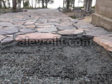 Укладка плитняка на бетонное основание